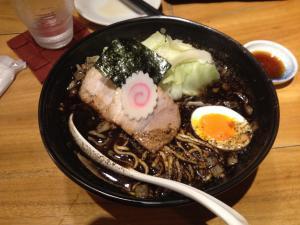 Presentación de un plato de udon