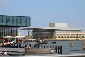 La Ópera de Copenhague, inaugurada en 2005, es uno de los teatros más modernos del mundo.