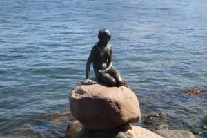 La Sirenita, icono de la capital danesa.