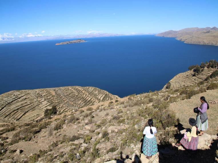 Los paisajes en la Isla del Sol con el lago Titicaca de fondo son espectaculares.