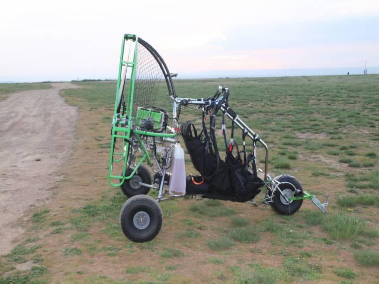 Paratrike para hacer el vuelo en parapente con motor