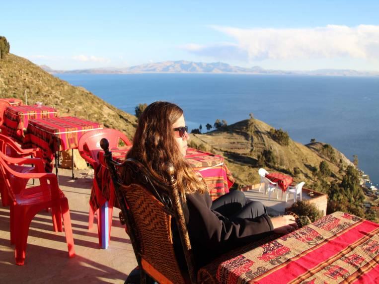 Sentarte en la terraza de un restaurante y pensar que solo quieres retener ese paisaje en tu memoria.