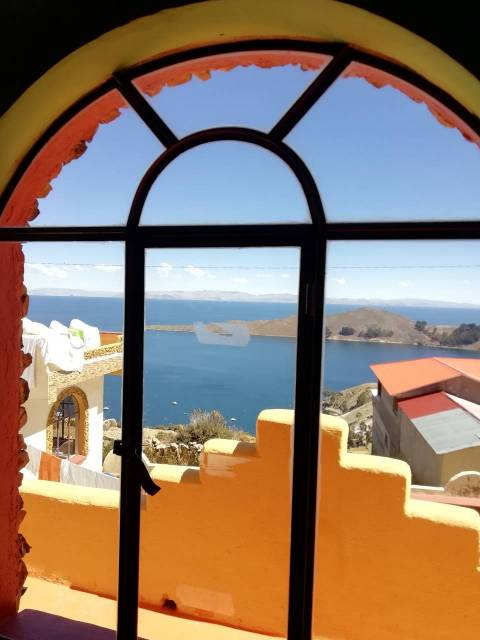 Vistas desde la ventana de la habitación de mi hotel en Isla del Sol.