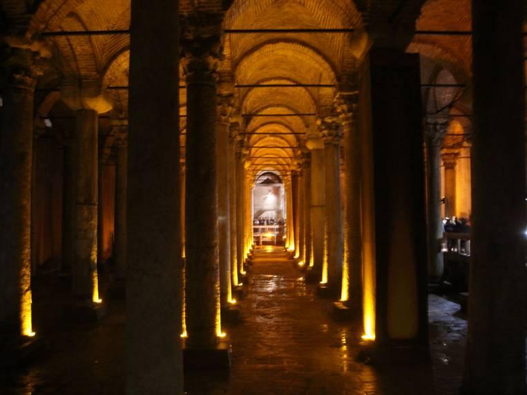 La Cisterna de Basílica se construyó en el siglo VI.