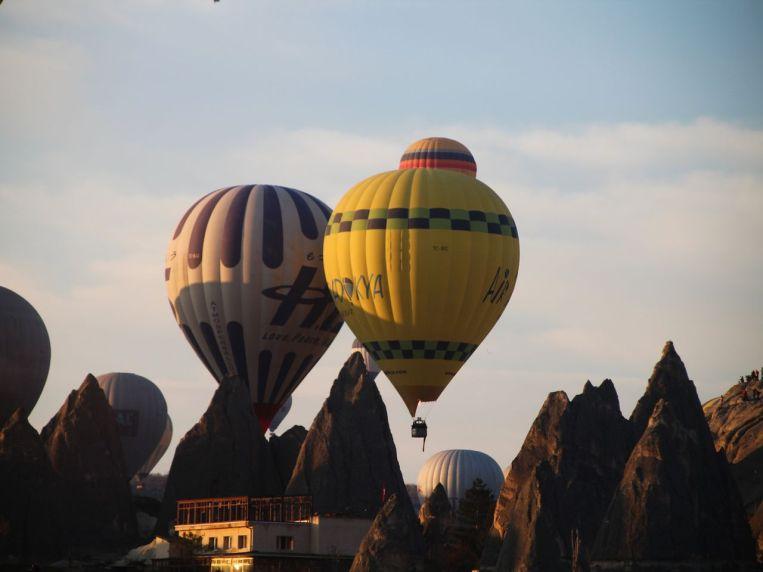 Después de dos días viendo nevar, por fin volaron los globos.