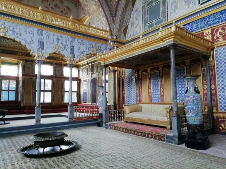 Trono del sultán en el Salón Imperial del Palacio de Topkapi.