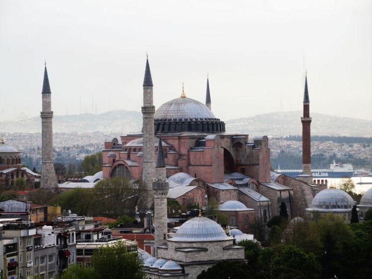 Santa Sofía, uno de mis dos monumentos religiosos favoritos que ver en Estambul.
