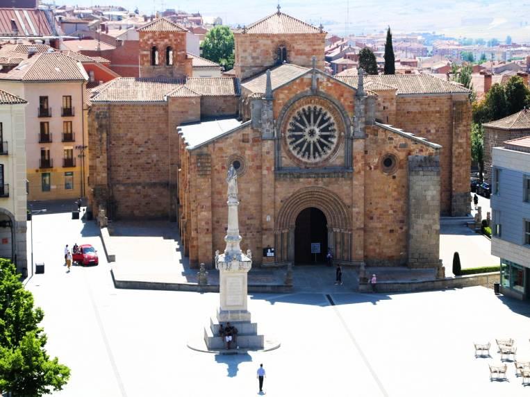 La iglesia de San Pedro Apóstol es una de las más antiguas que ver en Ávila en dos días.