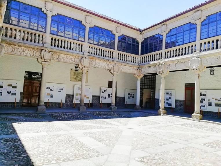 La entrada al Palacio de Polentinos es gratuita y ofrece información militar muy curiosa.