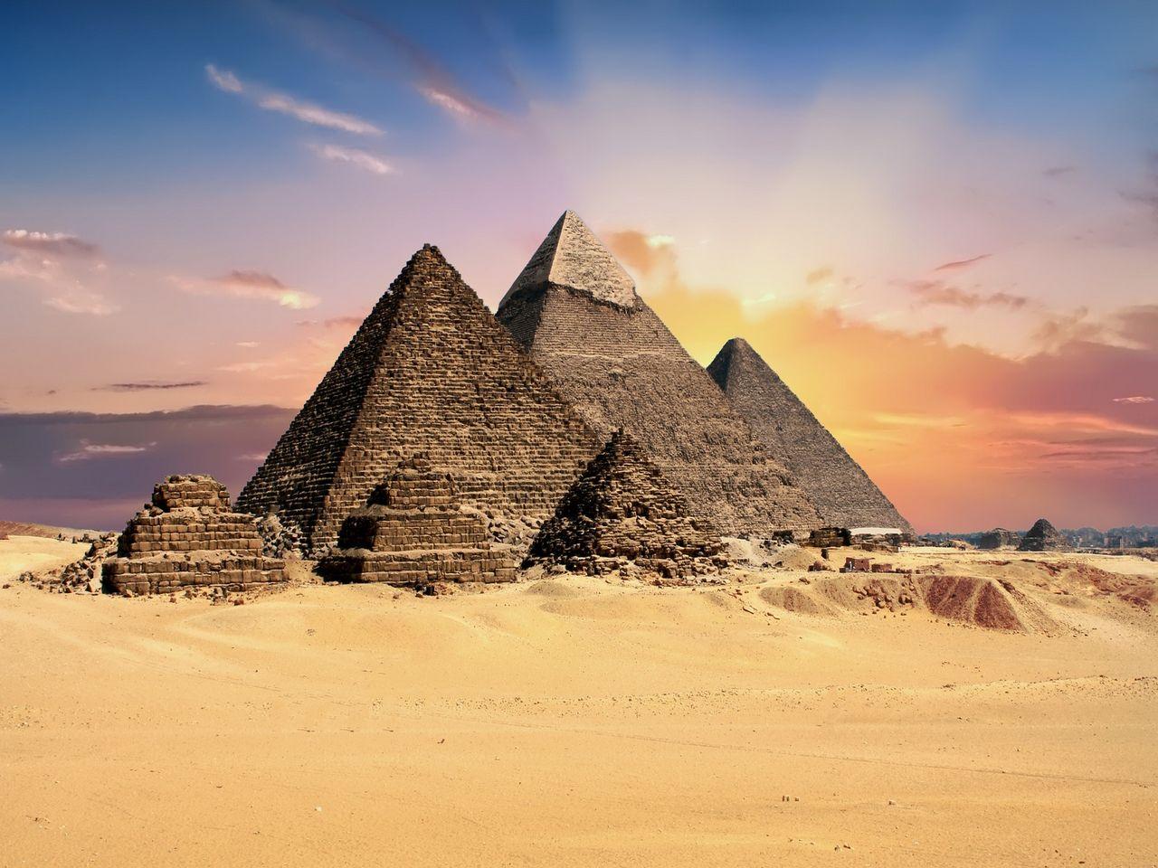 Pirámides de Guiza en Egipto. Imagen de TheDigitalArtist en Pixabay.