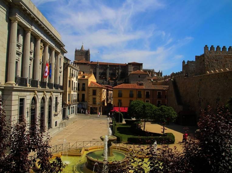Qué ver en Ávila en dos días: plaza de Adolfo Suárez.