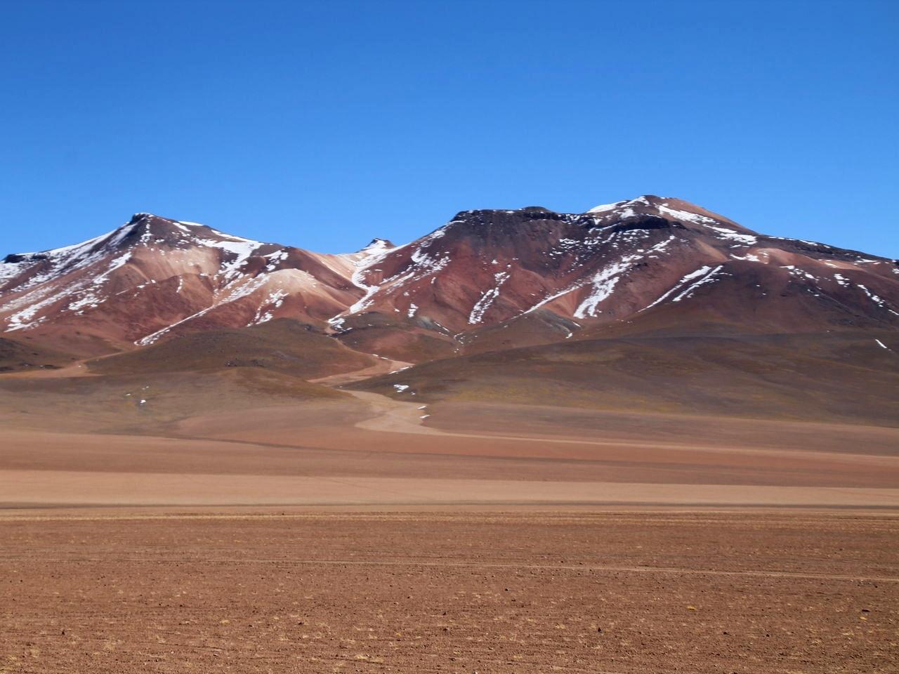 Tour de 3 días por el Salar de Uyuni: desierto de Dalí.