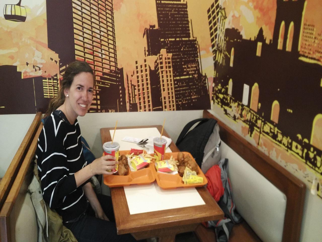 Si vas con prisa o simplemente quieres probar la comida rápida boliviana, ve a Pollos Copacabana.