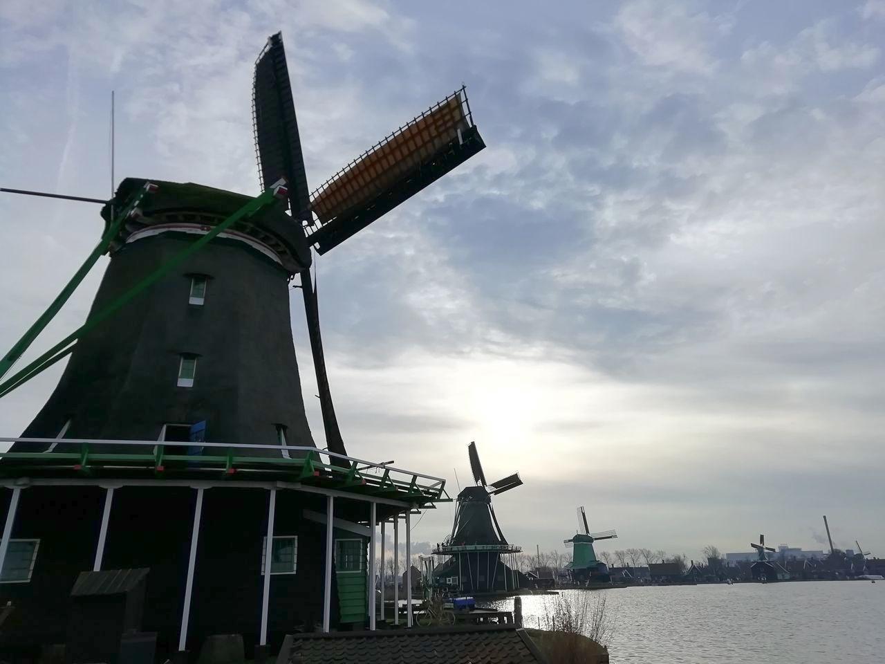Puedes visitar Zaanse Schans desde Ámsterdam en transporte público.