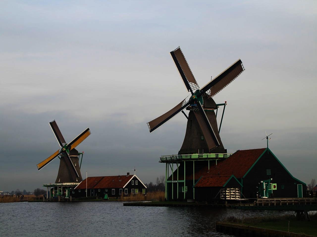 Visitar Zaanse Schans y conocer el lugar donde tantos artistas se inspiraron.