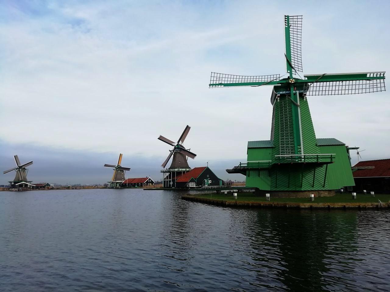 Visitar Zaanse Schans y encontrar estampas como ésta no tiene precio.