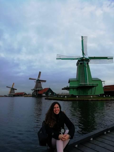 Cuando miraba cómo visitar Zaanse Schans, me imaginaba tal y como en esta foto. ¡Rodeada de molinos!