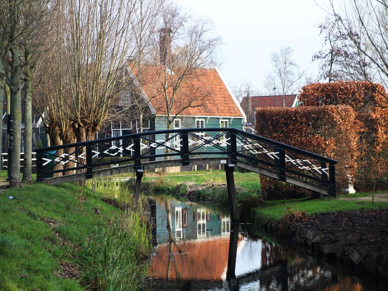 Visitar Zaanse Schans desde Ámsterdam: casas de madera tradicionales.