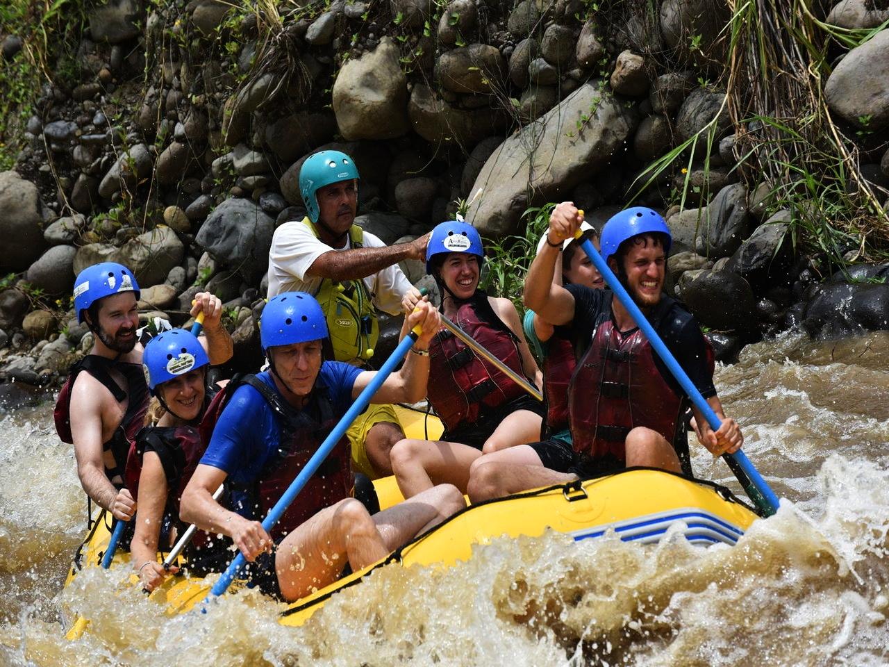 Hacer rafting en El Arenal es divertidísimo. Mi cara de felicidad lo dice todo.