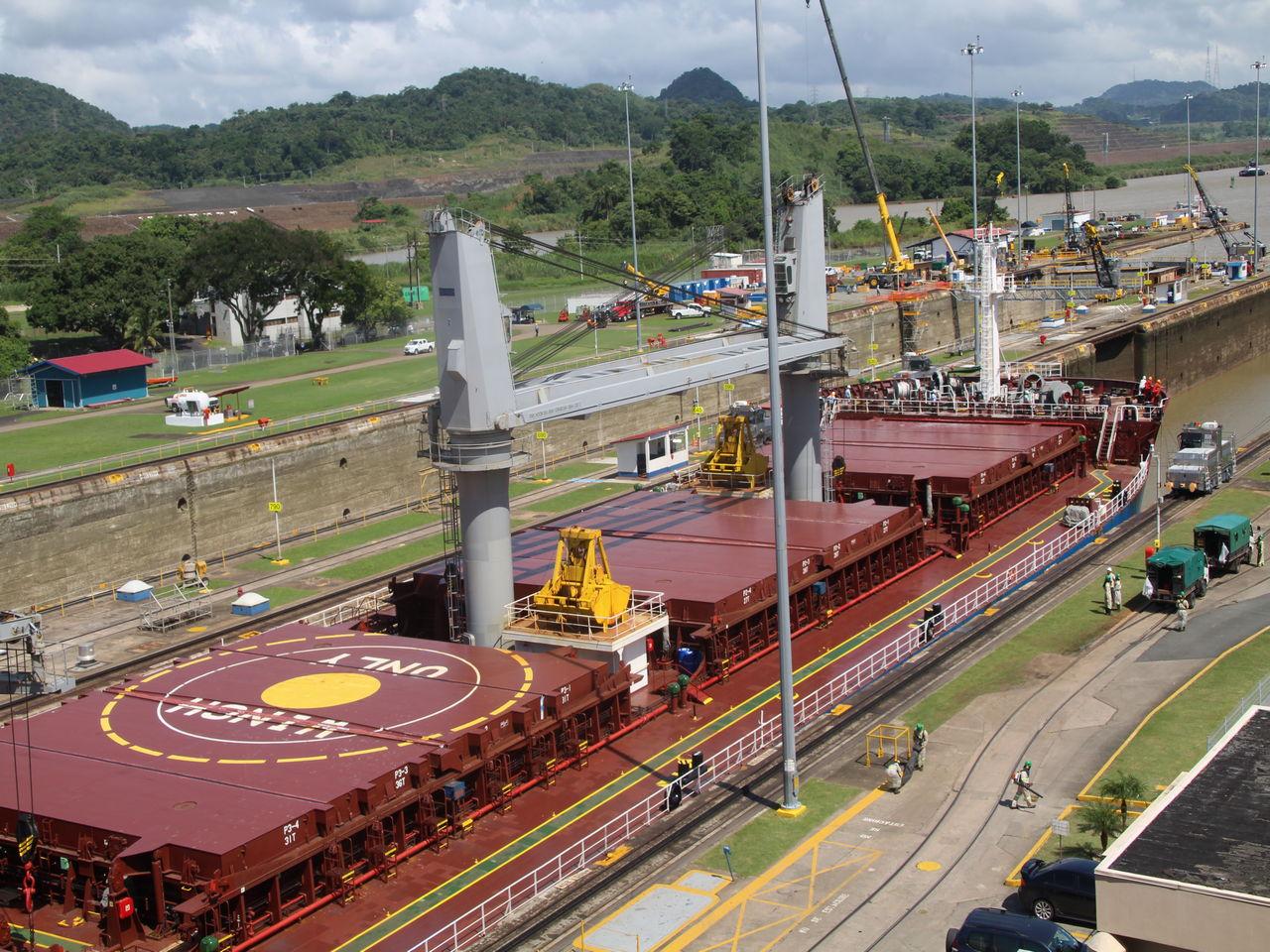 ¿Quieres saber cuánto cuesta cruzar el Canal de Panamá para un buque de estas dimensiones?
