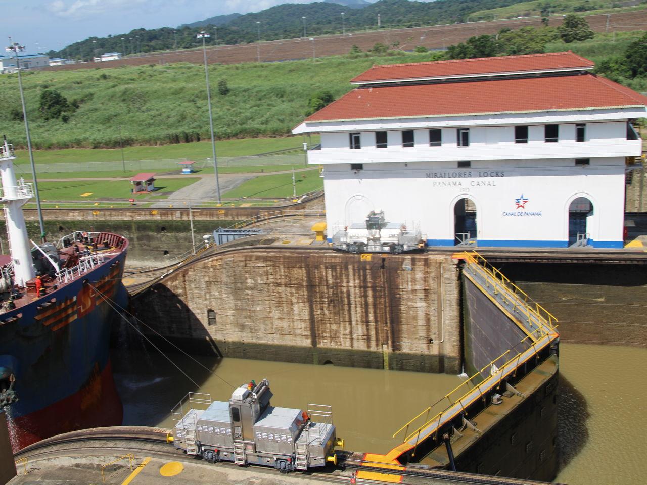 Cómo funciona el Canal de Panamá: el sistema de llenado por gravedad va compensando la altura del nivel del agua.