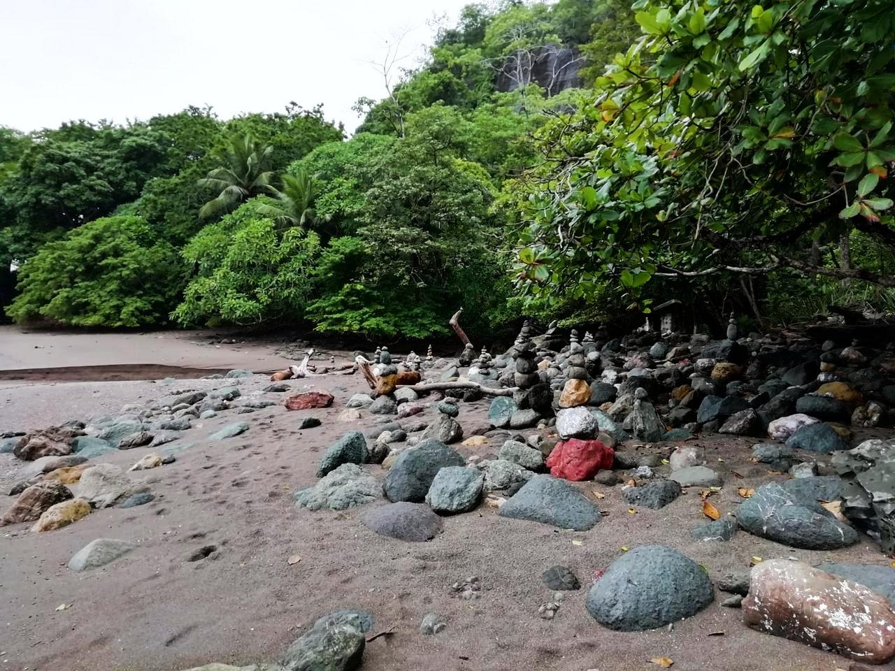 Qué ver en Montezuma: monolitos en Piedra Colorada.