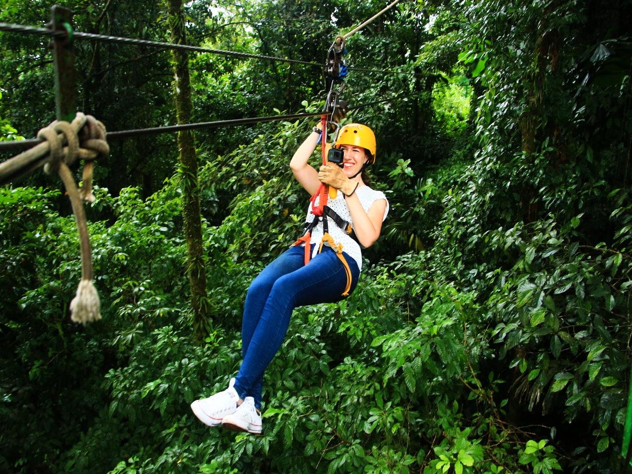 Cuánto cuesta un viaje a Costa Rica: tirolina en Arenal