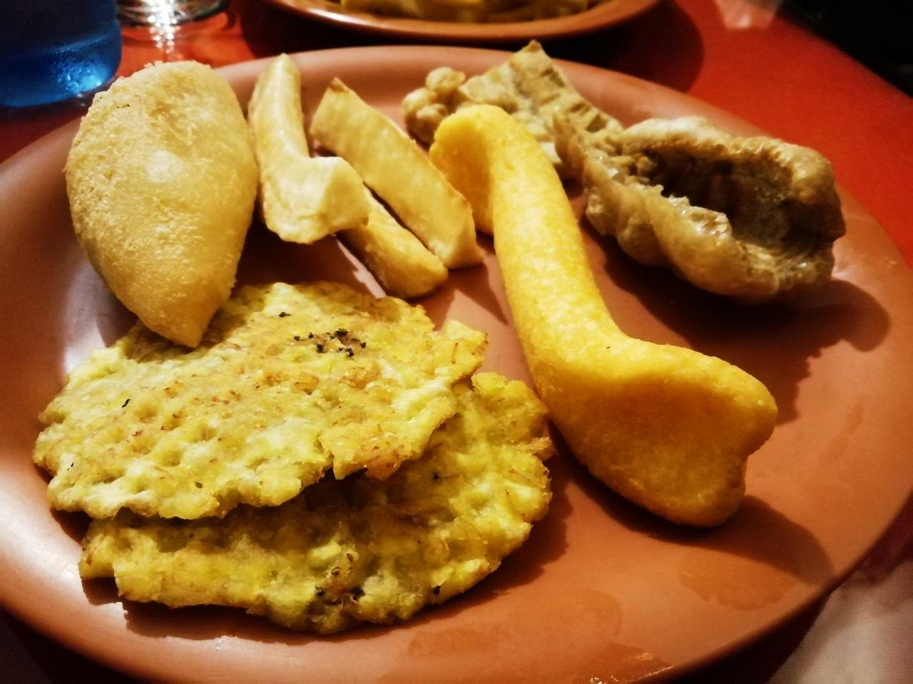 Surtido de picadas en El Trapiche, donde comer en Ciudad de Panamá barato.