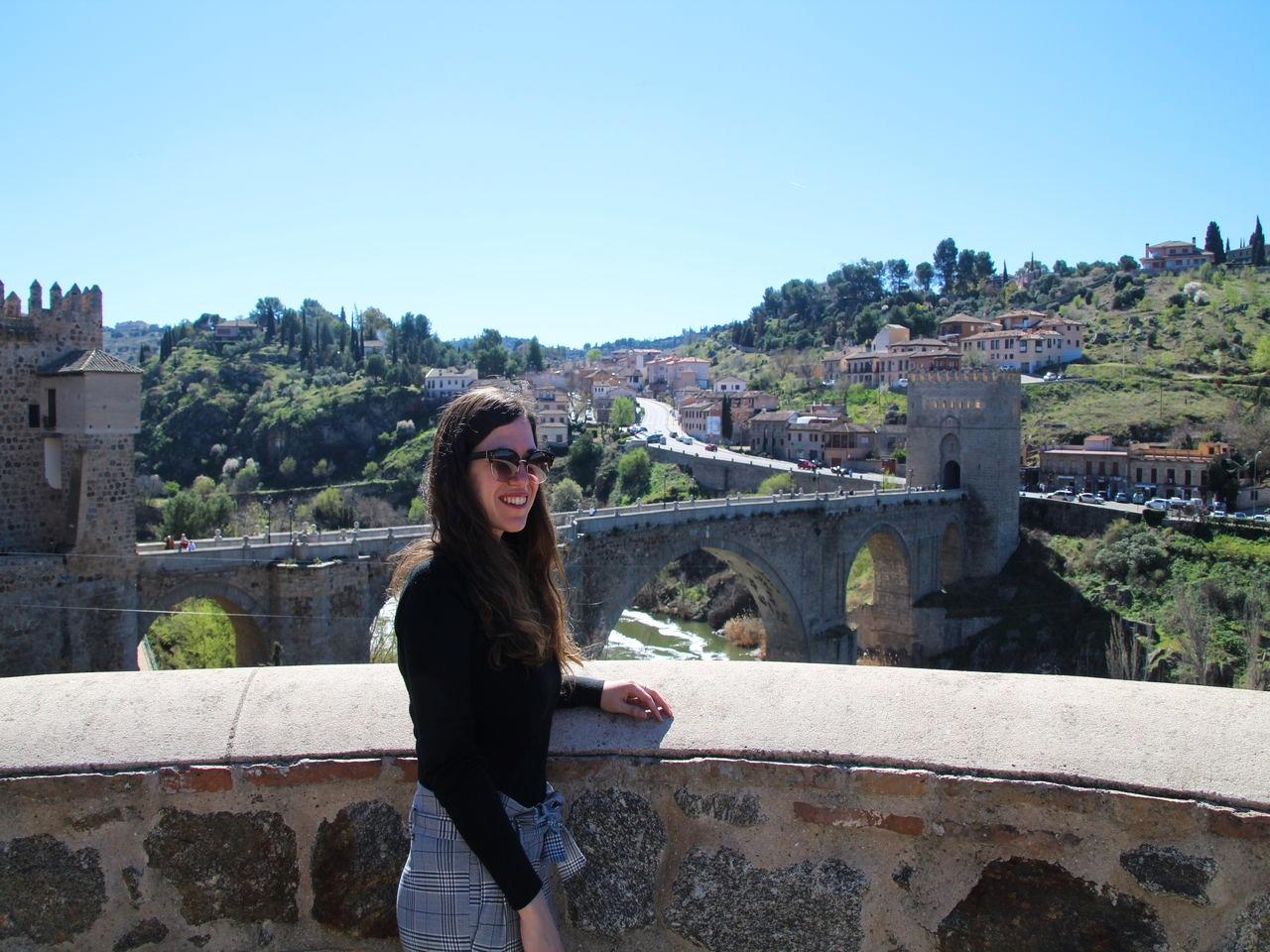 Te recomiendo cruzar el Puente de San Martín en tu escapada de fin de semana en Toledo.