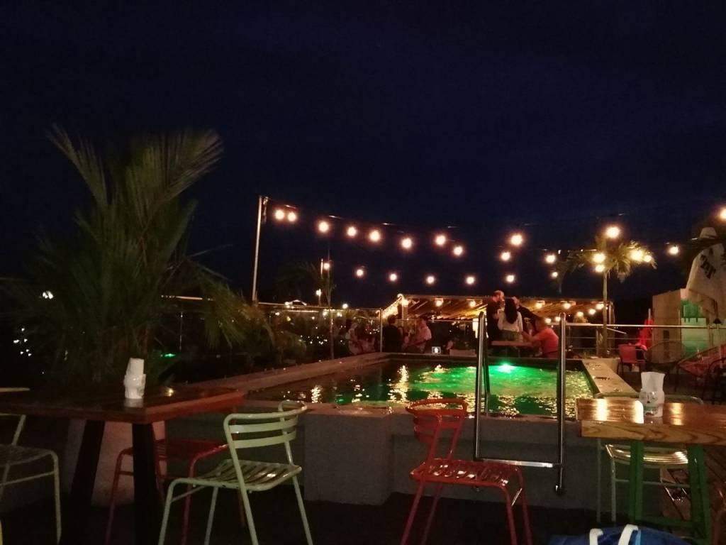 Terraza de Tacos La Neta, en el rooftop de Selina.