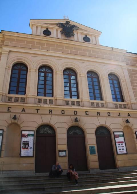 Un plan que hacer en Toledo en dos días es ir al Teatro de Rojas a ver algún espectáculo.
