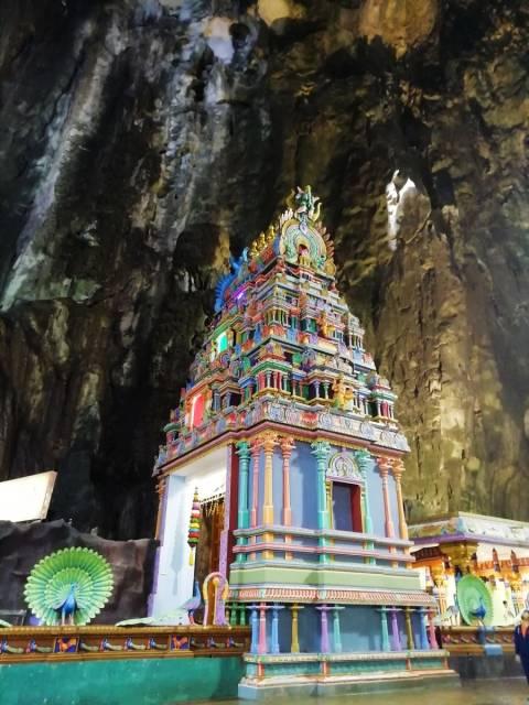 Interior de Temple Cave, el único templo gratuito.