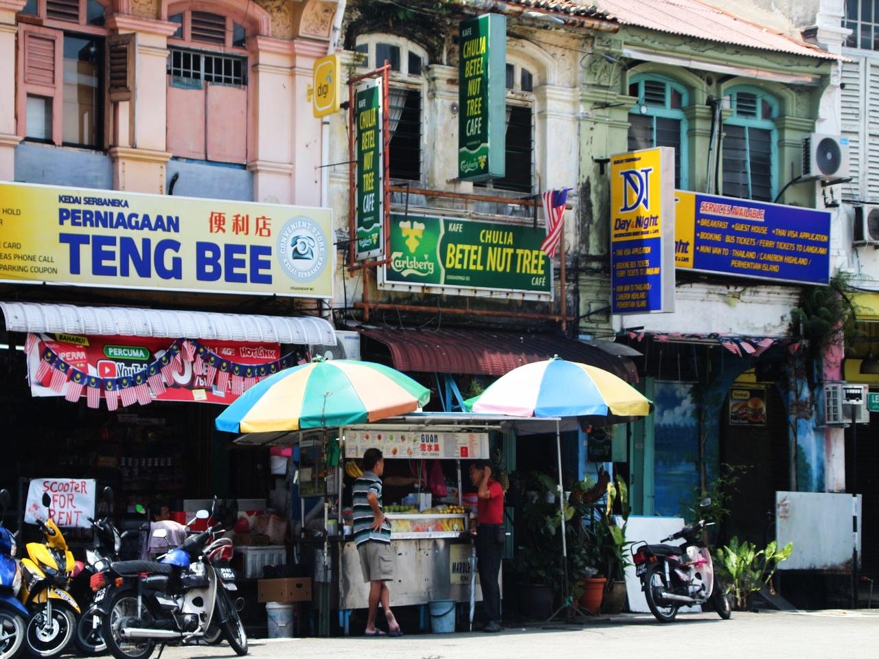 Cuánto cuesta un viaje a Malasia: visitando Chulia Street en George Town.