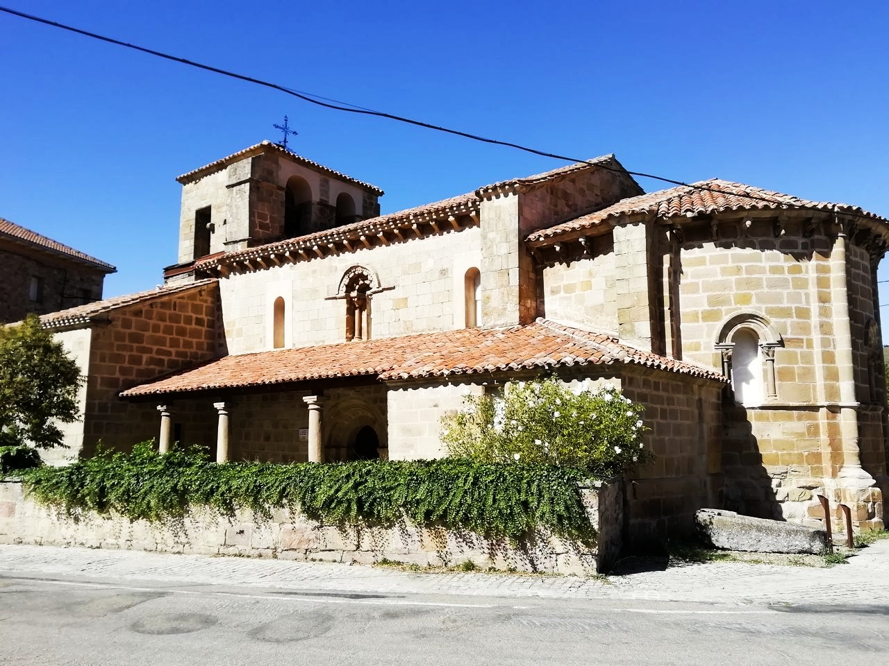 Iglesia de Santa María la Real de Cillamayor, otro ejemplo de arte románico.