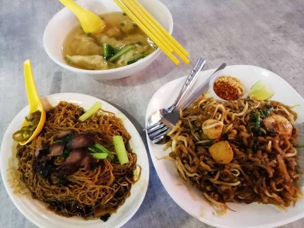Comer en un food court es económico y puedes escoger entre una gran variedad de platos.