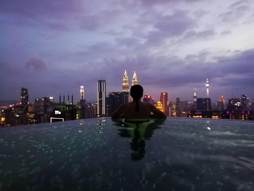 Malasia en 10 días: Torres Petronas desde la infinity pool.