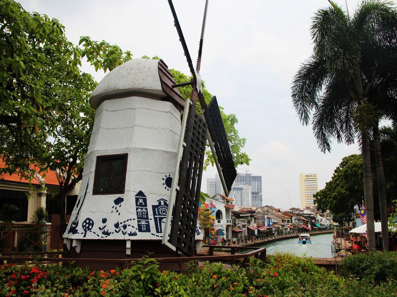 Molino de viento holandés junto a la Dutch Square de Malaca.