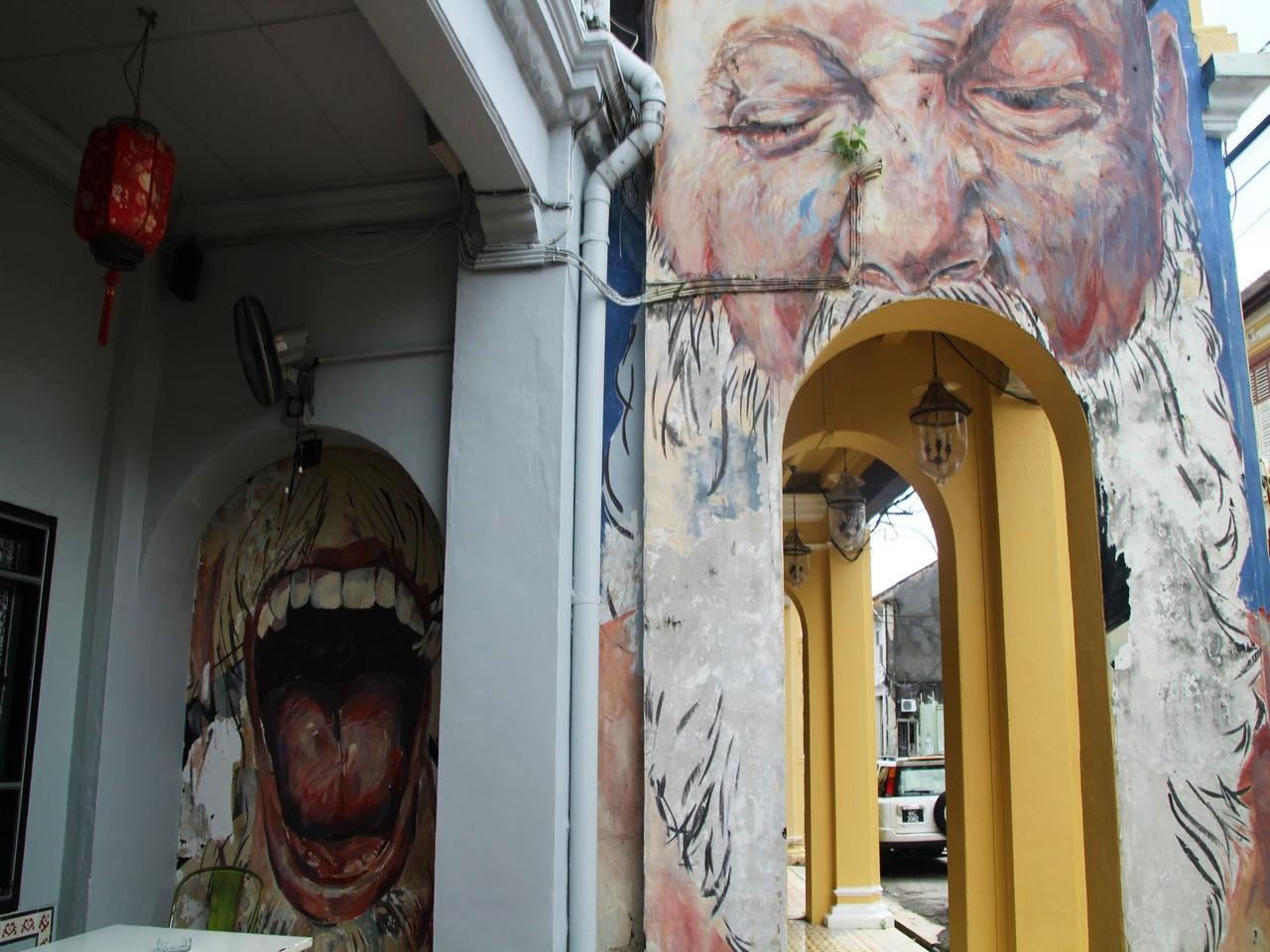 Street Art en Penang: hombre con la boca abierta