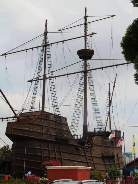 El Museo Marítimo y su réplica del galeón portugués Flor de la Mar es otro sitio que ver en Malaca.