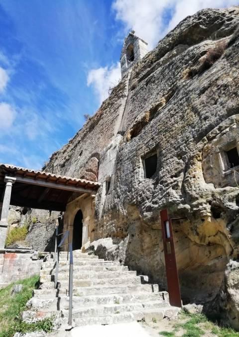 Ruta por el románico palentino en dos días: iglesia de los Santos Justo y Pastor en Olleros de Pisuerga.