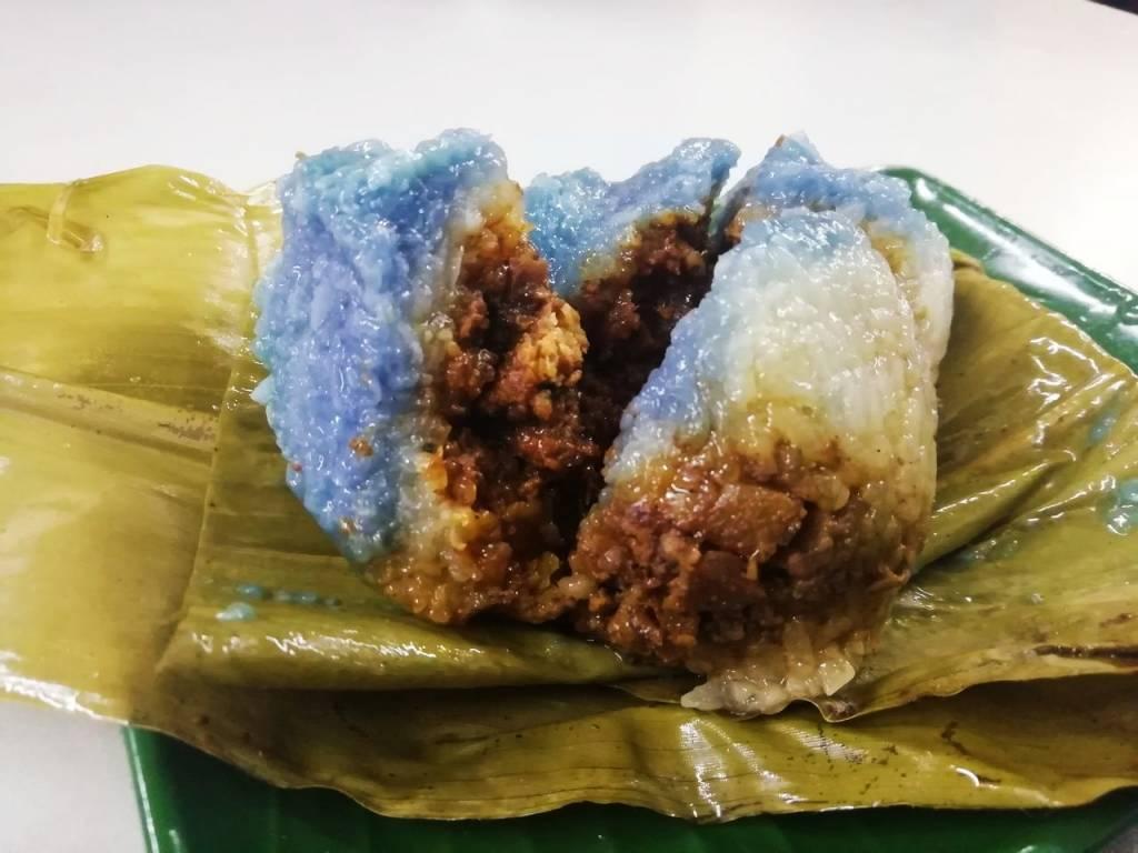 Bola de arroz con carne ligeramente picante en Poh Piah Lwee.
