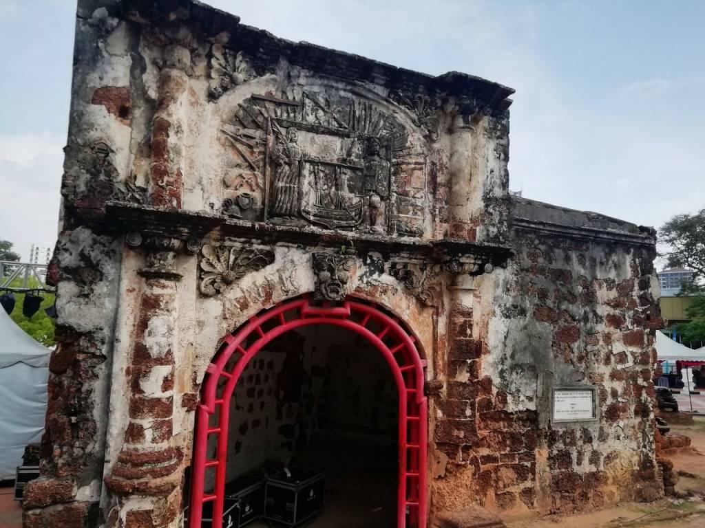 La Puerta de Santiago es una muestra del pasado colonial portugués que ver en Malaca.
