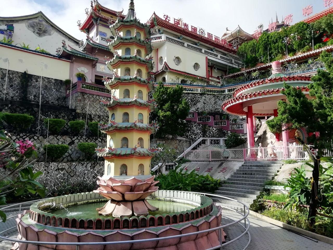 Uno de los imprescindibles en Penang es el templo de Kek Lok Si y su famosa pagoda.