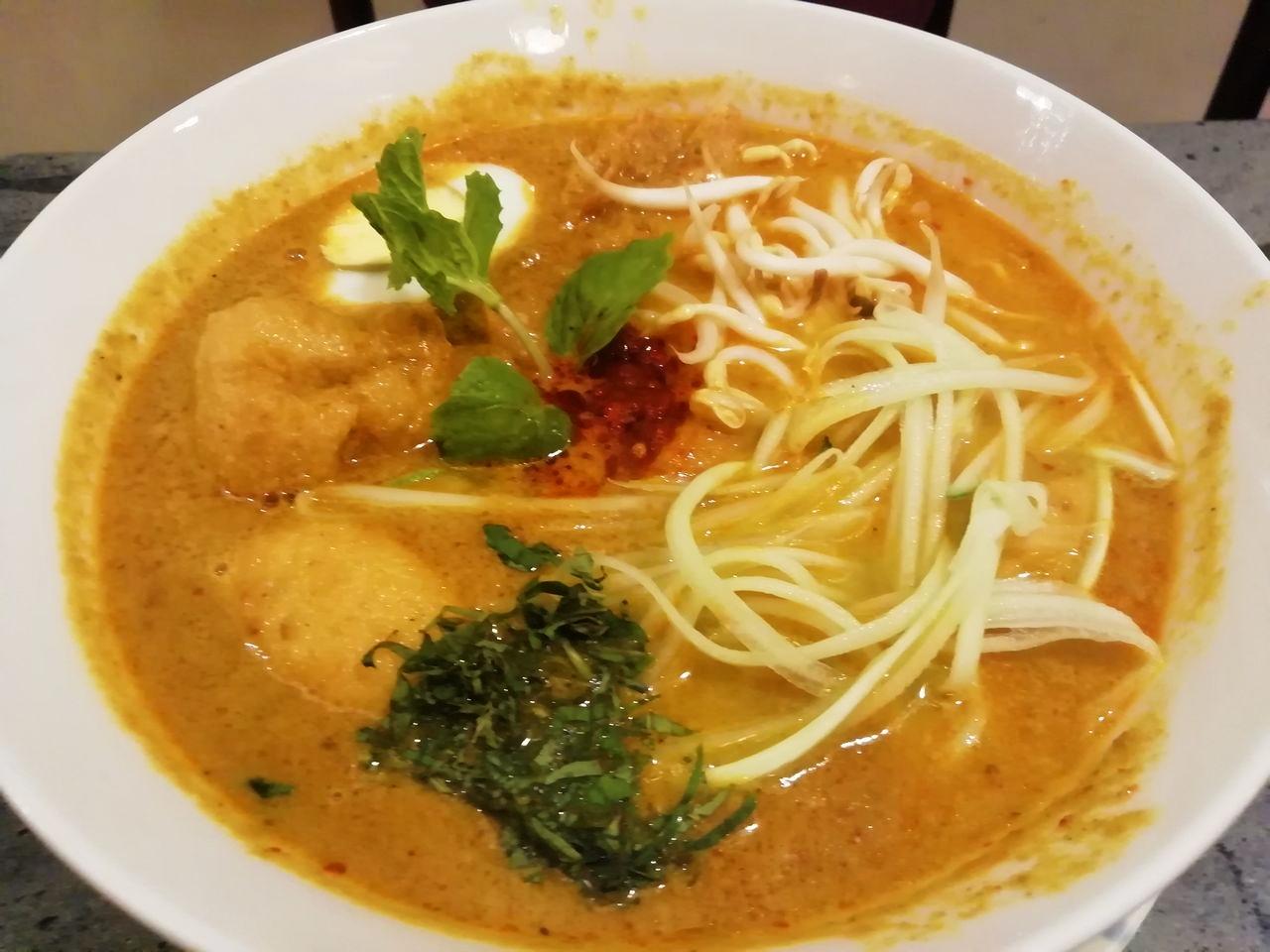 Laksa, una sopa de fideos típica de la cultura peranakan, del restaurante Wild Coriander en Malaca.