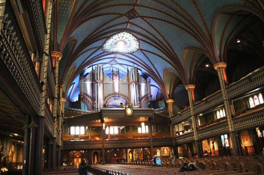 Interior de la Basílica de Notre-Dame, un lugar perfecto para cobijarse de las temperaturas gélidas.