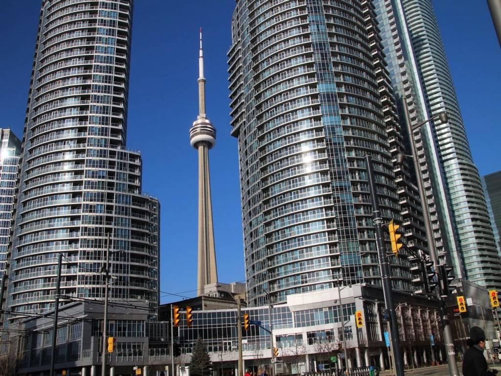 Subir a la CN Tower es uno de los imprescindibles en Toronto.