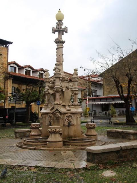 No te vayas de tu escapada de un día en Comillas sin visitar la Fuente de los Tres Caños.