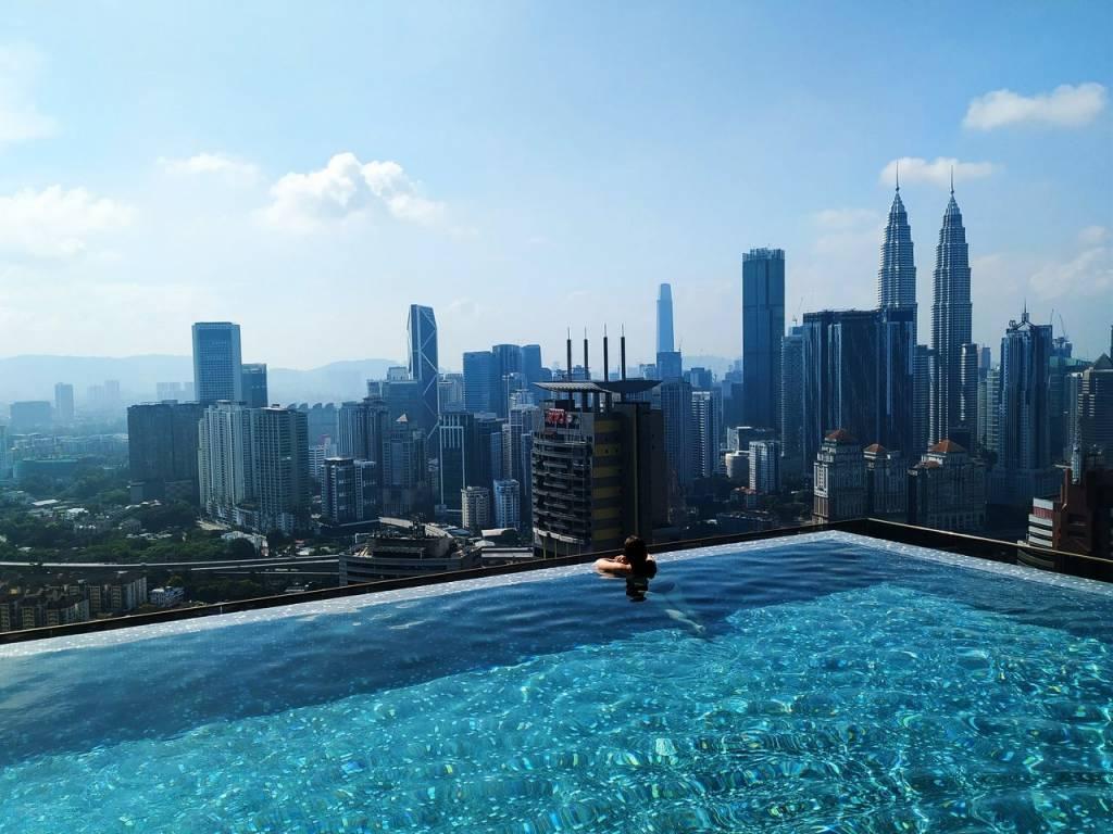 Pasé dos días en Kuala Lumpur y me alojé en este hotel con infinity pool y vistas a las Petronas.