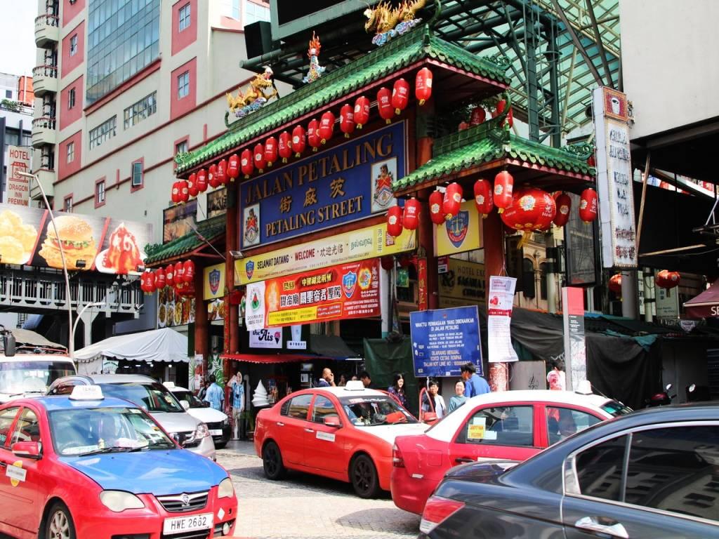 Qué ver en Kuala Lumpur: Chinatown y su bulliciosa calle Jalan Petaling.