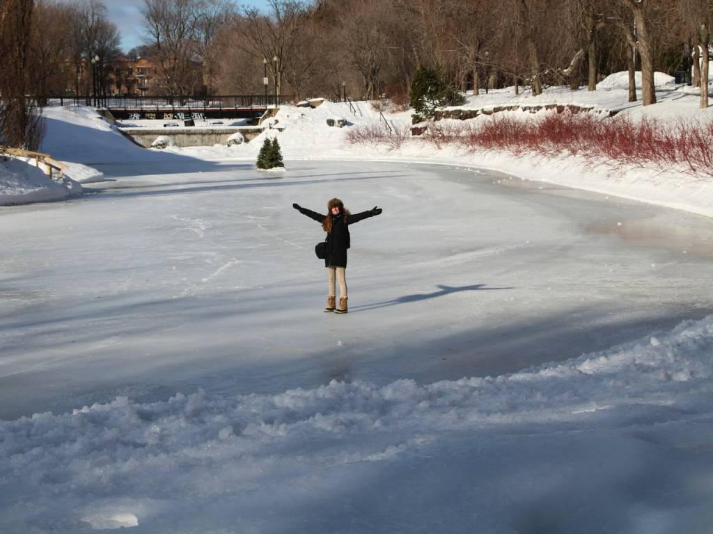 Qué sensación pisar el lago helado del Parc La Fontaine.